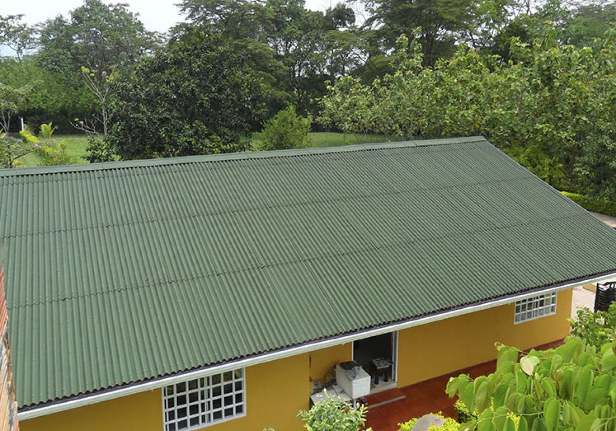 Teja Techoline clásica verde casa de campo